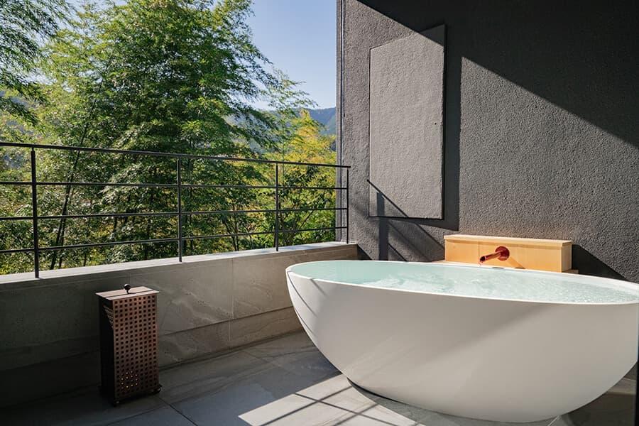 http://三輪%20湯河原 山水のツイン 露天風呂